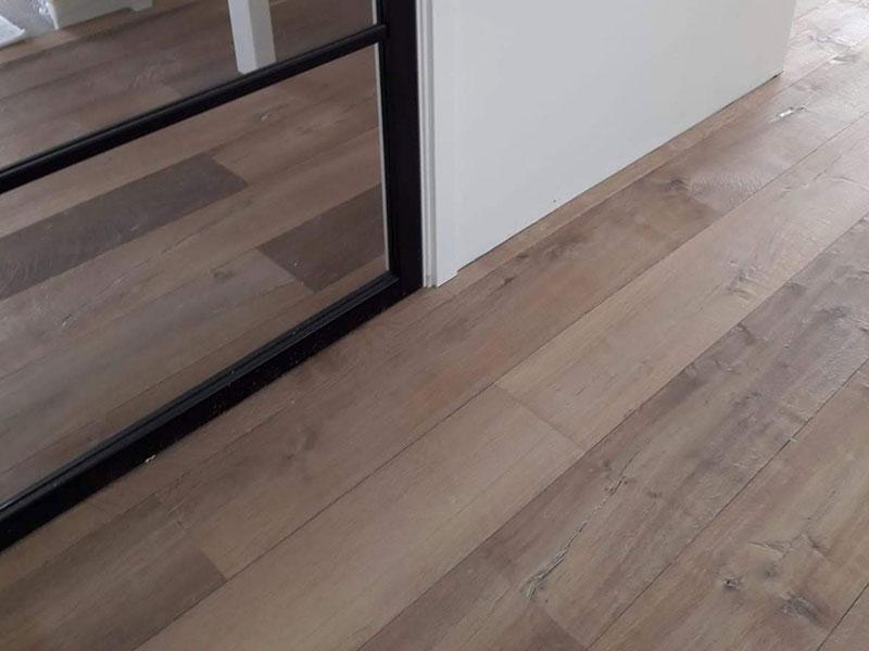 houten-vloer-industrieel-leggen